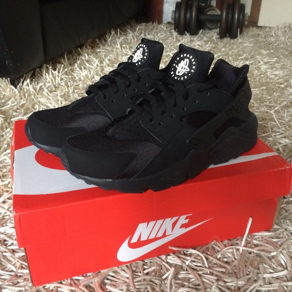 a63235fc10c6 Nike Huaraches - Black - New with Box - Size 8 UK