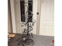 Wine holder in wrought iron for 6 bottles. Excellent condition.