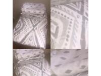 Excellent reversible king size duvet cover and 2x matching reversible pillow cases