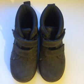 CLARKS Grey shoes 7G toddler baby trainers