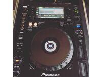 Pair of pioneer cdj 900 nexus