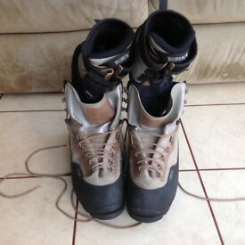 Hardly used mountaineering boots Size 12