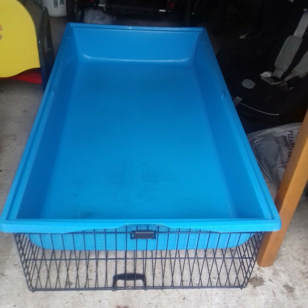 excellent used condition rabbit or guinea pig cage