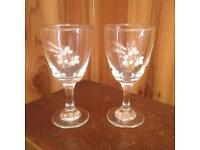 Pretty vintage liqueur / port glasses x2