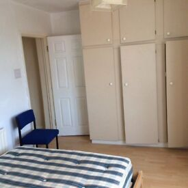 STILL AVAILABLE Single double room to rent. All bills included. Professionals welcome £85 /WEEK