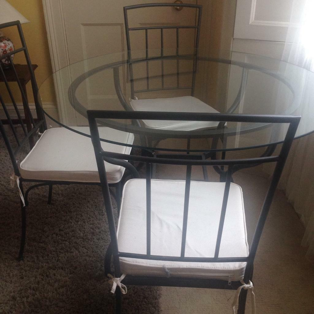 Round roughy iron table & four matching chairs