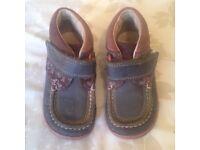 Girls Clarkes Shoes Size 7 1/2 F