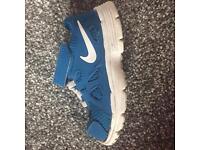 Boys Nike trainers 5.5
