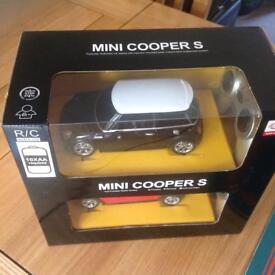 Mini Cooper S 1:24 Twin Pack RC Cars