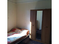 Spacious double bedroom in Chiswick