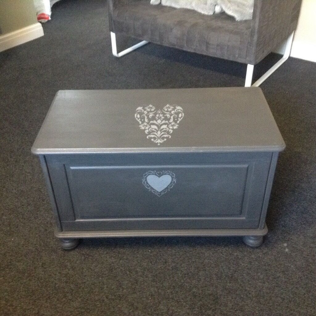 Pine bedding box in grey with shabby chic hearts