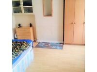 STUNNING DOUBLE ROOM AVAIL. NOW- SUPER FAST INTERNET- GREAT HOUSE- 2MIN FROM BARKING STATION