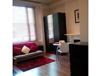 ~NOTTING HILL ~ ZONE 1 - EN-SUIT STUDIO FLAT - ALL BILLS AND WIFI INCLUDED