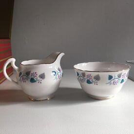 Bone china Royal Vale tea service, 17 pieces