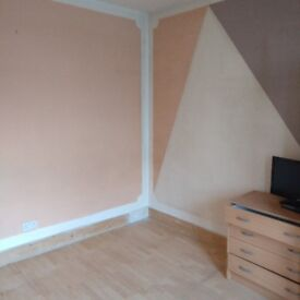 Lovely room to let in Slough