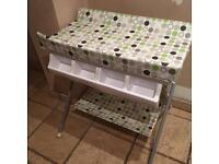 Bonito babe changing table and bath