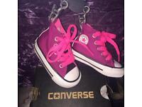 Toddler uk size 2 converse x2