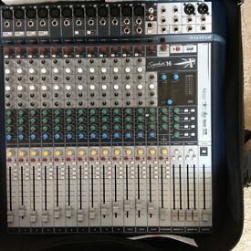 Soundcraft Signature 16 mixing desk