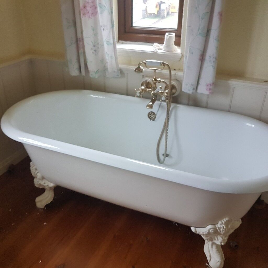 Cast iron free standing bath and suite | in Macclesfield, Cheshire ...