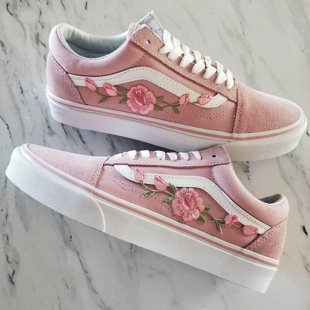 443b8435200 Unisex Custom Rose Embroidered-Patch Vans Old-Skool Sneakers - UK size 4.5