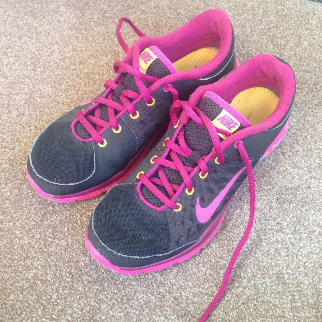 Nike Running Shoes Size 6in Par, CornwallGumtree - Womens size 6 running shoes, only worn a handful of times (Open to offers)