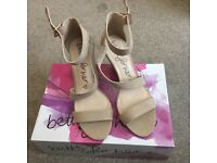LOVELY BETTS SIZE 6 NUDE BEIGE WEDGE MID HEEL ANKLE STRAP SANDALS - VIRTUALLY NEW