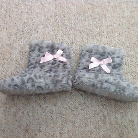 Girls boot slippers - size 10-11