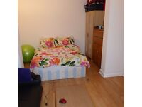 A wonderful Studio flat located in the heart of Heston. All bills included.