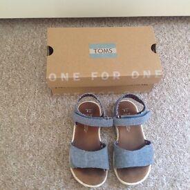 Toms little girls sandals
