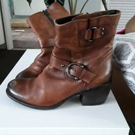 Clarks size 4 Brown leather ankle boots