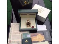 Complete box set gold bracelet with black face baguettes rolex daytona with sweeping automatic movem