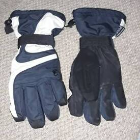 Man's winter cold weather worm sky Gloves size small next