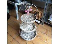 Wicker cake stand (ideal for cupcakes!)
