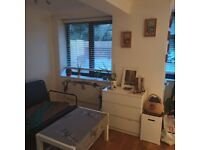 Large Room 2 min walk to West Finchley station.
