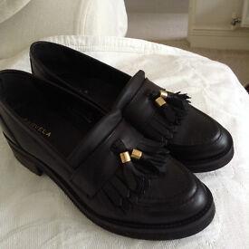 KURT GEIGER Carvela - Size 6 - Black ladies loafers - flat shoes - leather - worn twice