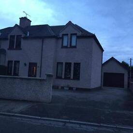 Modern large 4 bedroom family home with in walking distance to city centre with a large garage