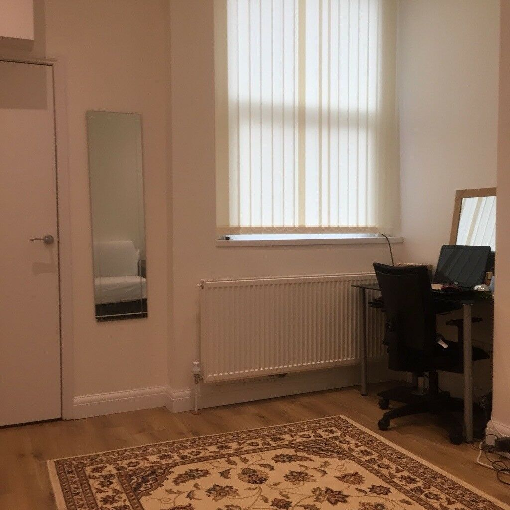 Large Studio Flat, Finchley Rd, Golders Green Area NW11