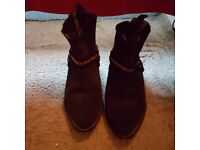 MEN'S SIZE 9 LEATHER BOOTS