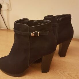 Ladies black suede ankle boot size 6