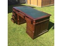 LARGE IMMACULATE PARTNERS DESK / CAPTAINS DESK