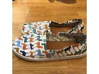 Toms Llama / Alpaca Print Shoes
