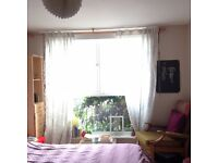 Spacious & Bright Double Room next to Columbia Road Available in August - SHORT LET