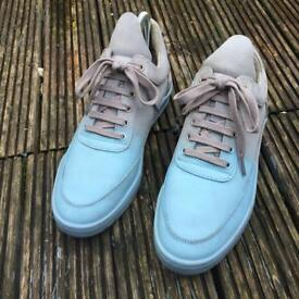 Filling pieces trainers size 5