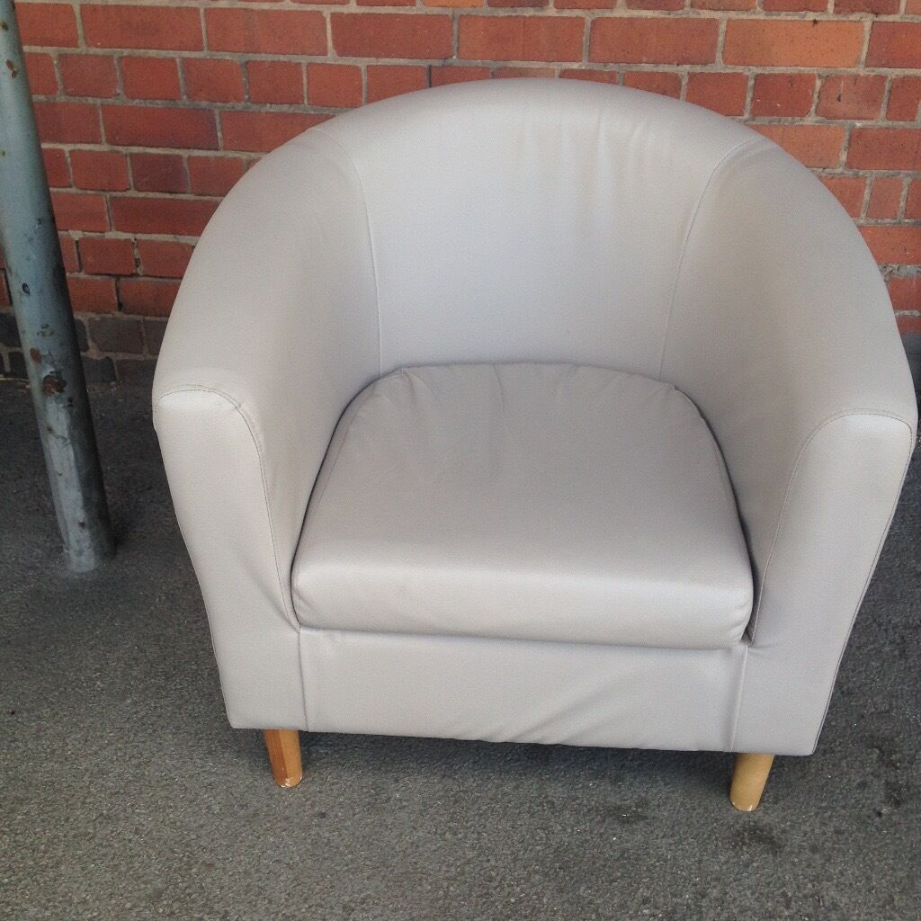 TUB CHAIR WITH CREAM FAUX LEATHER COVER.