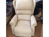 TOP QUALITY BRITISH MOBILITY RISE AND RECLINE HEATED MASSAGE CHAIR COST OVER £3000 AS NEW EX DISPLAY