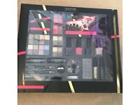 Active cosmetics professional make up kit