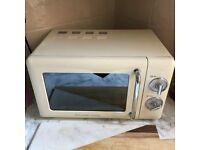 Rusell Hobbs 17L Solo Microwave - Cream