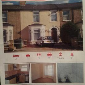 Excellent Location Spacious 2 Bedroom Ground Floor Flat Drive Way and Office in the Garden Must See!