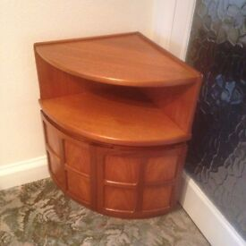 """Corner drinks cupboard 18"""" x 18"""" x 29"""" high with double doors great condition no marks"""