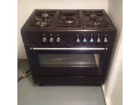 Lovelly black oven, great condition hardly used.